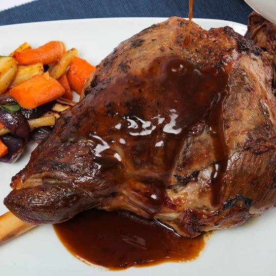 Lamb Gravy with Rosemary & Garlic