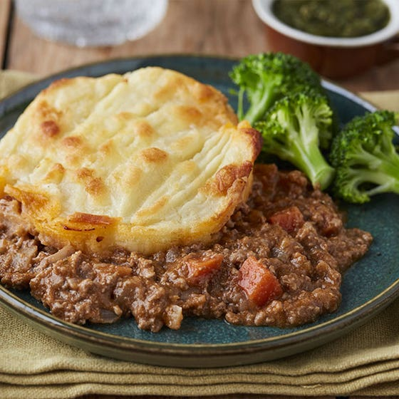 Mince and Tatties with peas on blue plate